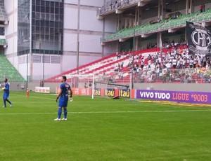 Goleiros do Cruzeiro faz aquecimento no Independência (Foto: Marco Antônio Astoni)
