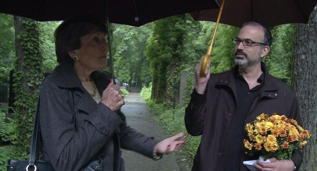 Arnon Goldfinger e sua relutante mãe investigam o passado e encontram perguntas sem respostas (Foto: Divulgação)