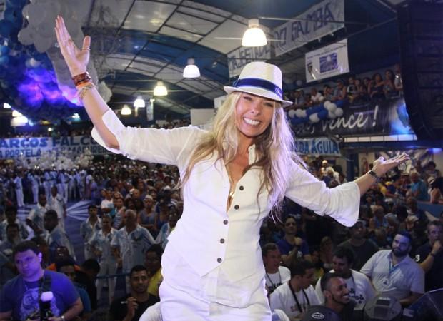 Adriane Galisteu na quadra da tradicional agremiação de Madureira (Foto: Foto Rio News)