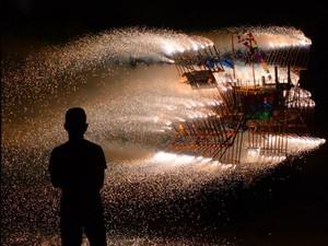 Exposição do fotógrafo Márcio Garcez revela folguedo sergipano Barco de Fogo.