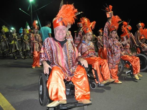 Mestre-sala cadeirante mostra que é possível driblar as dificuldades Campo Grande MS defensor (Foto: Gabriela Pavão/Do G1 MS)