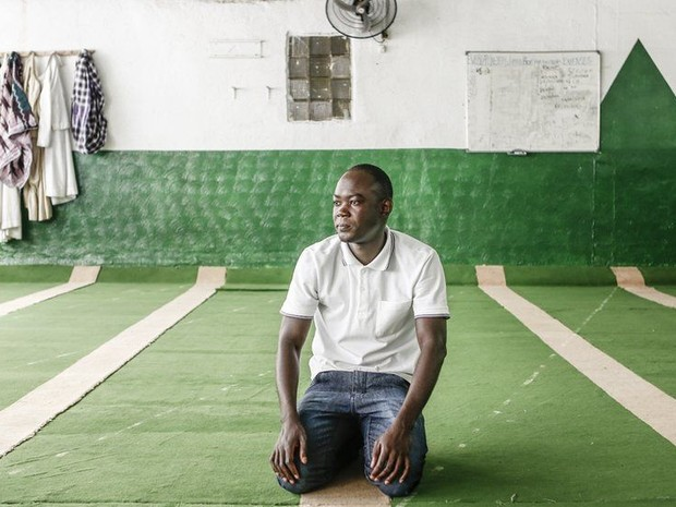 Senegalês Papa Ba estudou passado escravagista do Brasil antes de se mudar para o país (Foto: Gringo)