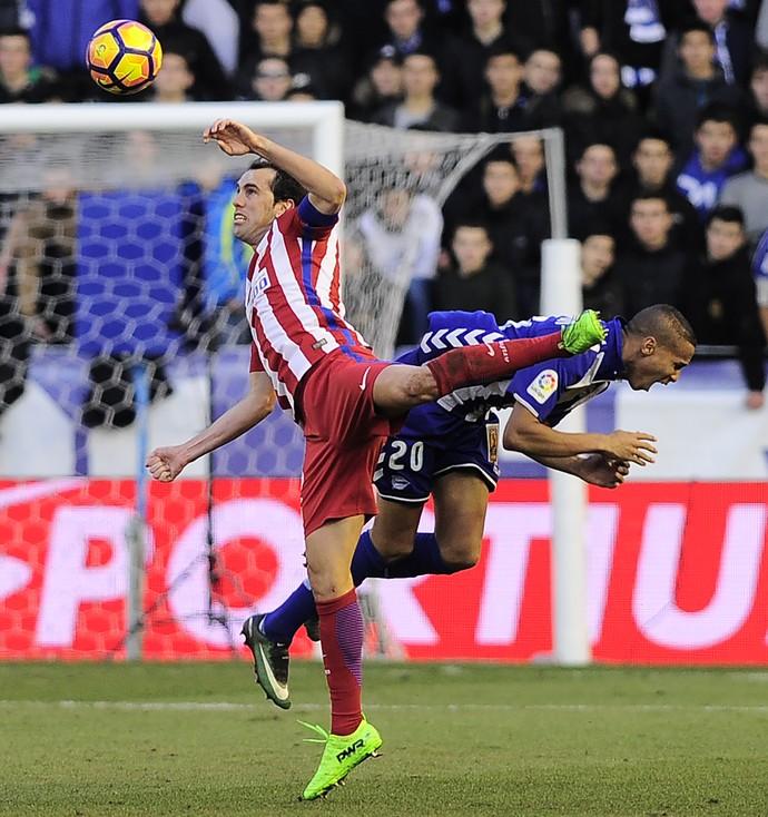 50a77cd9bf Atlético decepciona e empata com Alavés em jogo com troca de cuspes