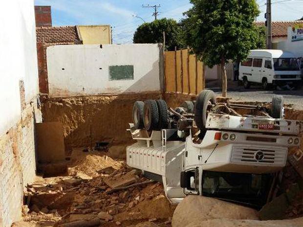 Motorista não estava no carro no momento do acidente (Foto: GuanambiFM.com.br)