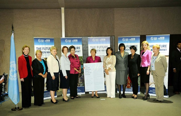Michelle Bachelet (centro), comandou o evento da Cúpula das Mulheres Líderes ao lado de Dilma Rousseff (esquerda) e Laura Chinchilla (direita) (Foto: Alexandre Durão/G1)