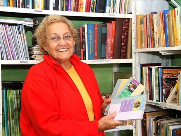 Idosa se alfabetizou aos 65 anos em Itanhaém, SP (Foto: Divulgação / Prefeitura de Itanhaém)