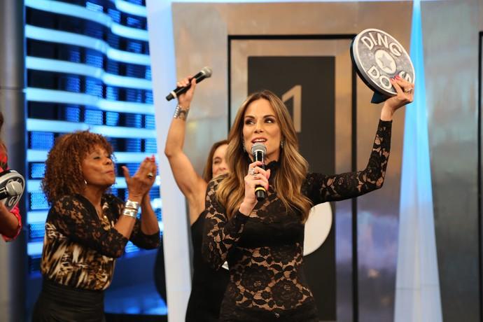 Ana comemora a vitória do time do 'É de Casa' (Foto: Carol Caminha/Gshow)