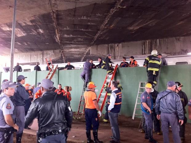 resgate metrô (Foto: Juliana Cardilli/G1)