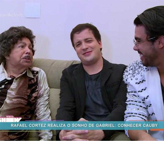 """""""Conceiçããão"""" Cauby Peixoto recebe Gabriel Diniz no camarim ao som de um de seus maiores sucessos (Foto: TV Globo)"""