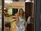 Flávia Alessandra faz compras no Rio