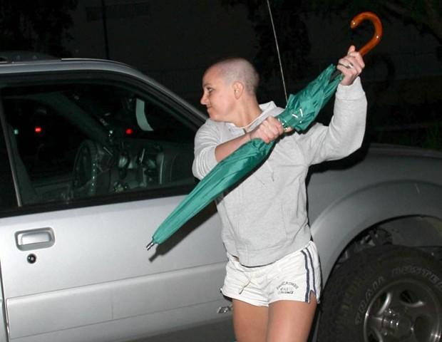 📷 Britney Spears atacando com um guarda-chuva | Daniel Ramos