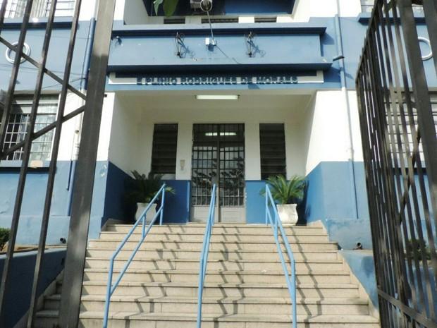 Escola Estadual Plínio Rodrigues de Moraes, onde Temer estudou (Foto: Caio Gomes Silveira/G1)