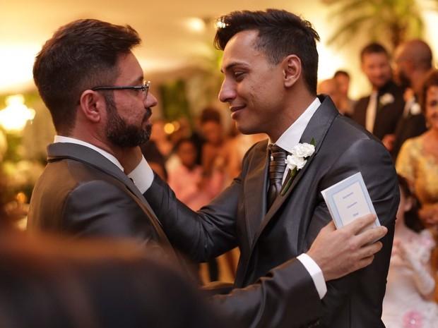 Edgard de Souza, prefeito de Lins, casou-se com o empresário Alexsandro Luciano Trindade em Lins (Foto: Uall! Estúdio Fotográfico/ Divulgação)