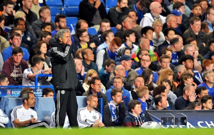 Mourinho deixa Oscar no banco (Foto: AFP)