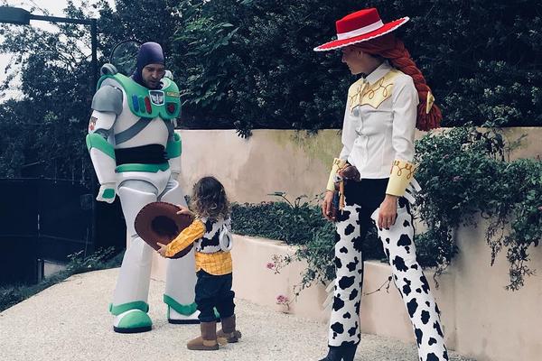 Justin Timberlake, Jessica Biel e o filho vestidos como os personagens de Toy Story (Foto: Instagram)