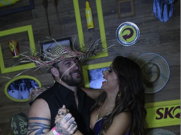 Ex-BBB Diogo Pretto e Carla Cristina em show em Salvador, na Bahia (Foto: Fred Pontes/ Divulgação)