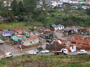 Casas tiveram os telhados arrancados (Foto: PMFB/ Divulgação)