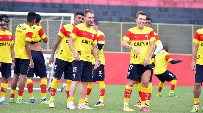 Vitória; Dagoberto; Kieza; Willian Farias; treino (Foto: Francisco Galvão/EC Vitória/Divulgação)