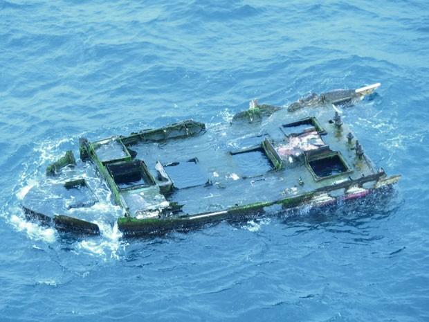 Pedaço de barco que teria sido atingido pelo tsunami de 2011 no Japão foi achado no Oregon, nos EUA, nesta quinta-feira (9) (Foto: Oregon Parks and Recreation Department/AP)