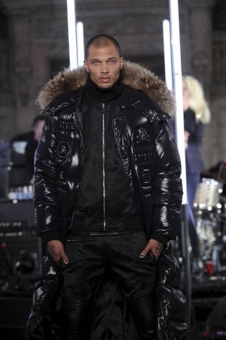 Jeremy Meeks fez sua estreia na Semana de Moda de Nova York em fevereiro, desfilando para o estilista Philipp Plein  (Foto: Reprodução)