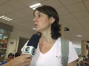 A ginecologista Simone Madeira aguardou a decolagem por mais de meia hora.  (Foto: Gilcilene Araújo/G1)