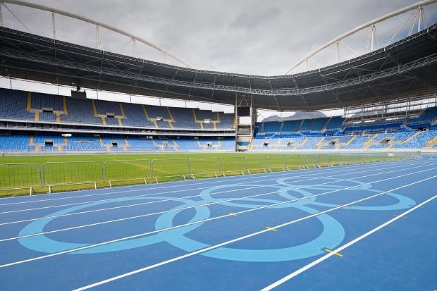 Pintura dos aneis olimpicos no Estádio Olimpico