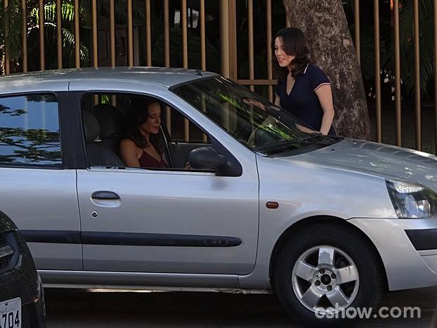 Vanessa Gerbelli visita a creche onde costumava deixar Bia (Foto: Em Família/TV Globo)