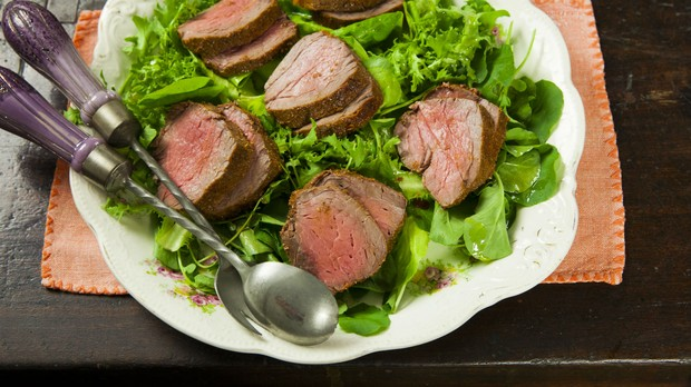 Cozinha prtica, episdio fil mignon, episdio 10, Rosbife com salada (Foto: Editora Panelinha/Gilberto Jr.)