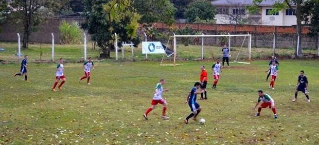 Portuguesa e Baterias Pilar - Campeonato Amador de Foz 2013 (Foto: Divulgação/Natali Cujari)