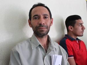 Vítima relata roubo a veículo na própria residência (Foto: Fernando Brito/G1)