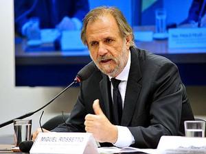 O ministro do Desenvolvimento Agrário, Miguel Rossetto, presta esclarecimentos à Comissão de Agricultura da Câmara (Foto: Zeca Ribeiro - Câmara dos Deputados)