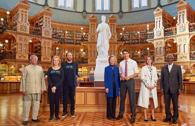 Professor Muhammad Yunus, dois dos fundadores da One Young World, Kate Robertson e David Jones, Mary Robinson, Justin Trudeau, Emma Watson e Kofi Annan (Foto: Reprodução/ Vanity Fair)