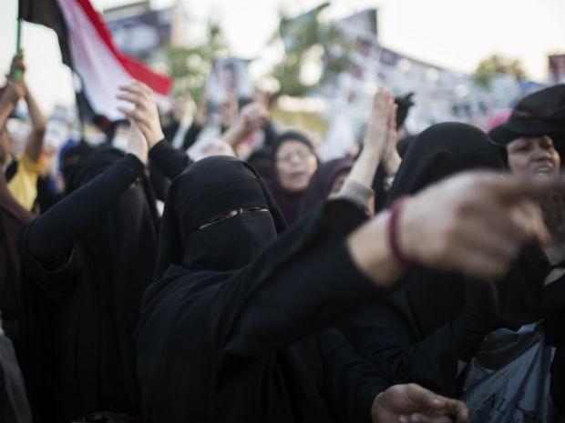 Manifestantes pró-Morsi estão acampados no Cairo (Foto: Manu Brabo/AP)