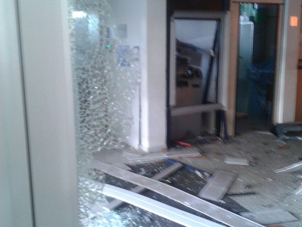 Suspeitos explodem caixa eletrônico em Guarujá, no litoral de São Paulo (Foto: Solange Freitas/Arquivo Pessoal)