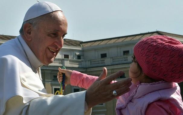 Programação da Globo e interrompida por flashes para mostrar a visita do Papa Francisco ao Rio (Foto: France Presse)