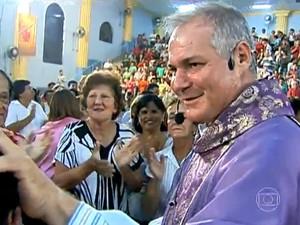 Padre Jocelir trabalha em Rio Claro há 13 anos (Foto: Reprodução/TV Globo)
