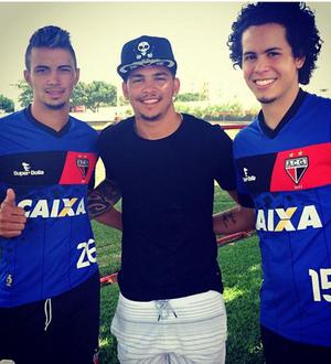 Luciano visita o Atlético-GO (Foto: Reprodução / Instagram)