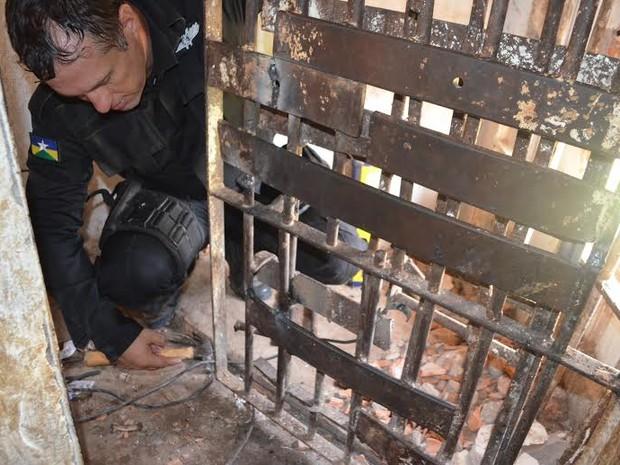 Detentos serram grade, quebram muro e fogem de presídio em RO (Foto: Ramona Patrícia/G1)