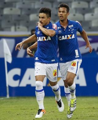 Willian Cruzeiro comemoração do gol (Foto: Washington Alves/Light Press)