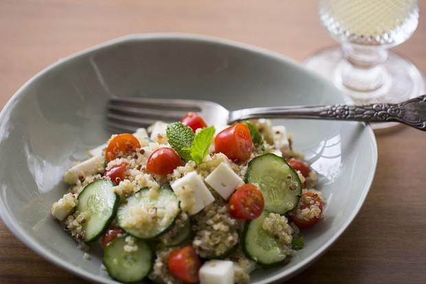 Tabule de quinoa: um prato leve para os dias quentes do verão