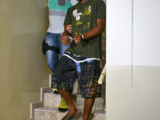 Suspeito de estupro foi levado para a Delegacia da Mulher, no Centro de João Pessoa onde prestou depoimento (Foto: Walter Paparazzo/G1)