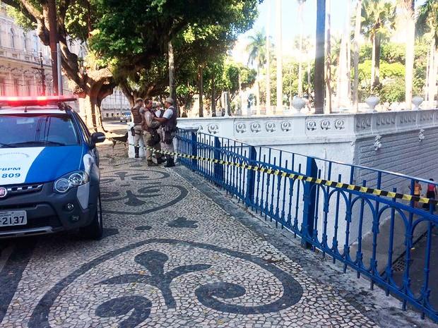 Crime na tarde deste sábado no centro de Salvador (Foto: Henrique Mendes/G1)
