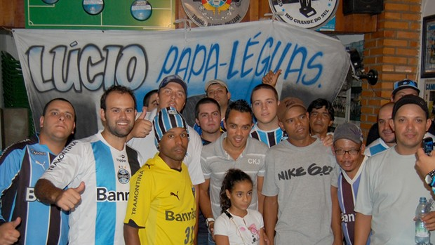 l&#250;cio gr&#234;mio bandeira trapo (Foto: Bruno Junqueira/TRATO.TXT)