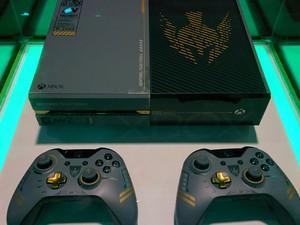 "Edição personalizada do Xbox One com ""Call of Duty: Advanced Warfare"", na Brasil Game Show (Foto: Bruno Araujo/G1)"