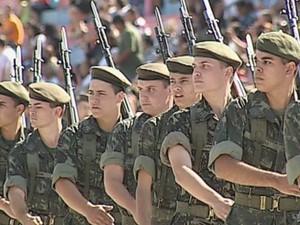 Exército presente na parada da Independência do Brasil (Foto: Reprodução/TV TEM)