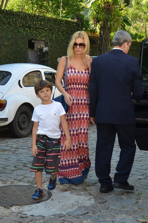 Carolina Dieckmann no aniversario de Eva, filha de Angelica e Luciano Huck (Foto: Leo Marinho e Felipe Assumpção / AgNews)