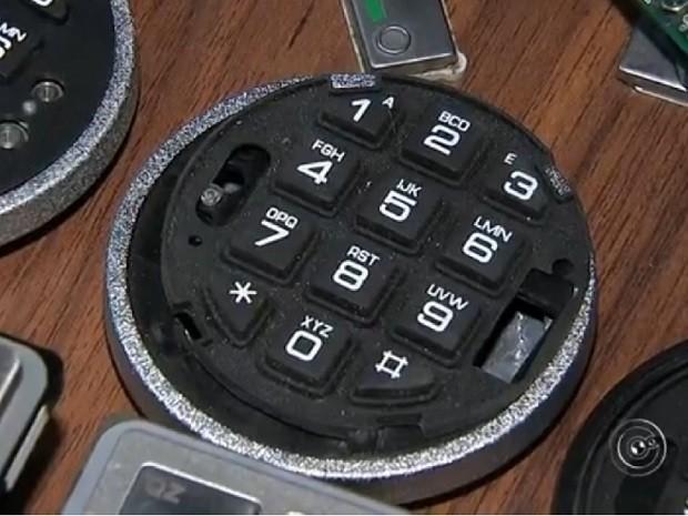 Equipamento armazenava dados em caixa eletrônico (Foto: Reprodução TV TEM)