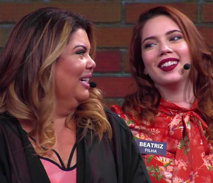 Filha de Fabiana Karla brinca com a mãe (Foto: TV Globo)