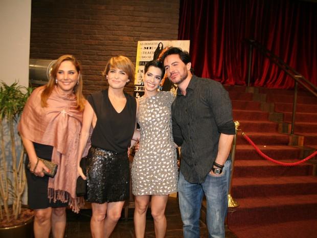 Heloísa Périssé, Cláudia Abreu, Maria Flor e Ricardo Tozzi em show na Zona Sul do Rio (Foto: Robson Moreira/ Brazil News)
