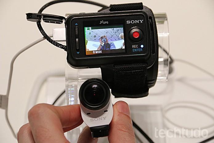 Action Cam Mini, da Sony, tem visor que pode ser usado no braço (Foto: Fabrício Vitorino/TechTudo)